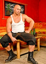 Bald muscle man Randy Jones poing naked