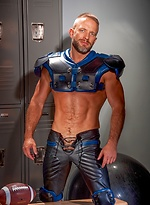 Muscle hunk Dirk Caber