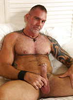 Muscle mature dude Blade Hunter jacking off dick