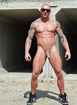 Musculled hunk gets uncut cock!