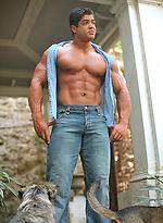 Latin bodybuilder Bruno Divino photos