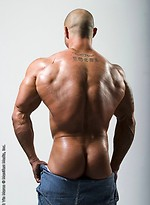 Bald muscle man Vin naked