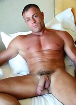 Mature muscle man Tyler Saint