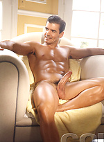 Muscle brunette Kevin Ritchie