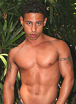 Hot latin muscled twink Darrien Leon