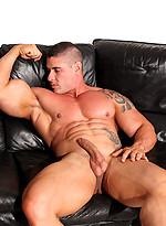 Mature bodybuilder Brian Gunns