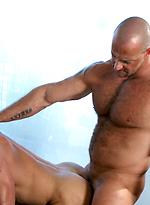 Muscle men Hank Dutch and Brock Hatcher anal scene