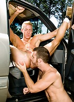 Muscle hunks Trent Locke and Christopher Daniels fuck outdoors